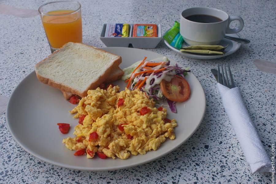 завтрак туриста в Бангкоке