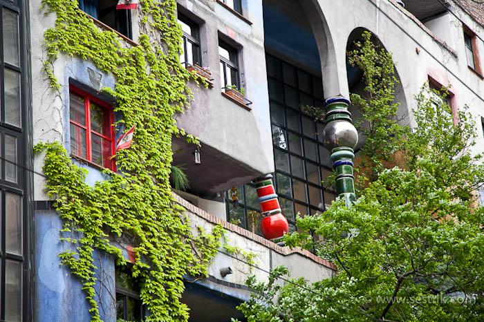 дом Хундертвассера балкон