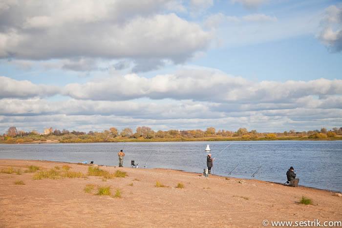 Рыбаки на берегу Волхова