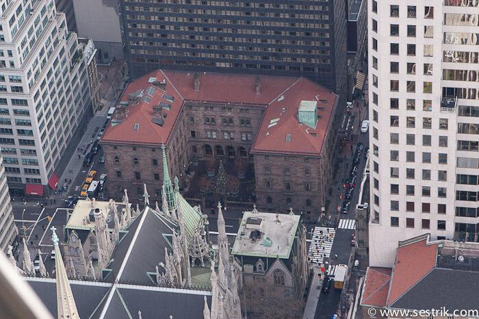 Фотографии Нью-Йорка St.Patrick's Cathedral (вид с Рокфеллер центра)