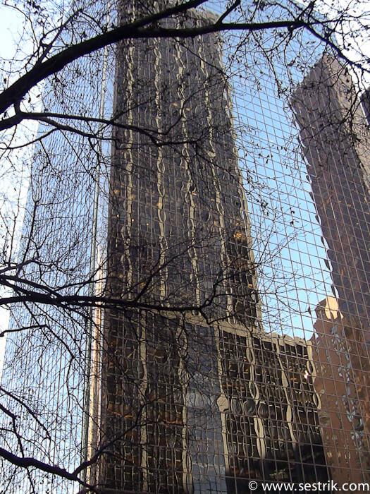 Небоскребы Нью-Йорка отражения