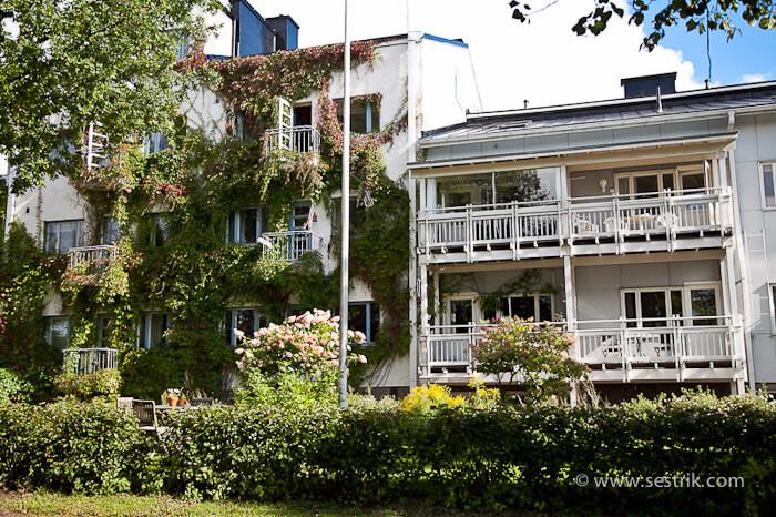 Дома вдоль набережной Порвоо
