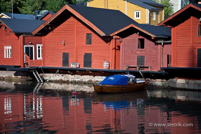 Красные дома у воды в Порвоо