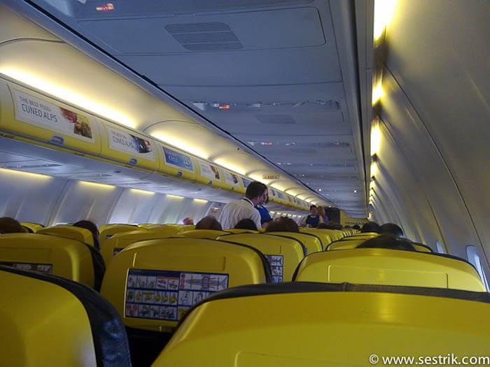 райнэйр внутри самолета